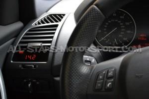 Reloj digital P3 Gauges para rejilla de ventilacion de BMW 135i / 1M E8x